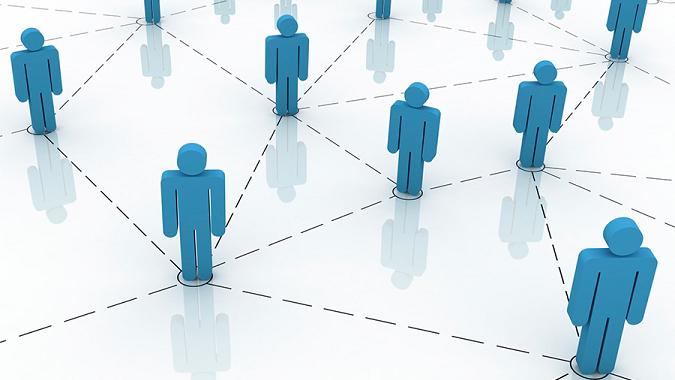 Social Proof : Élargir son cercle d'amis grâce aux sites de réseaux sociaux et des soirées